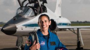 """Jasmin Moghbeli, marinier, testpiloot en astronaut: """"Ik wilde eerst jets vliegen, maar ik vind helikopters leuker. De Cobra is een gevechtshelikopter, dus dat vond ik vet cool."""""""